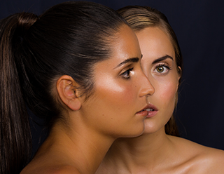 Maquillage strobing et contouring